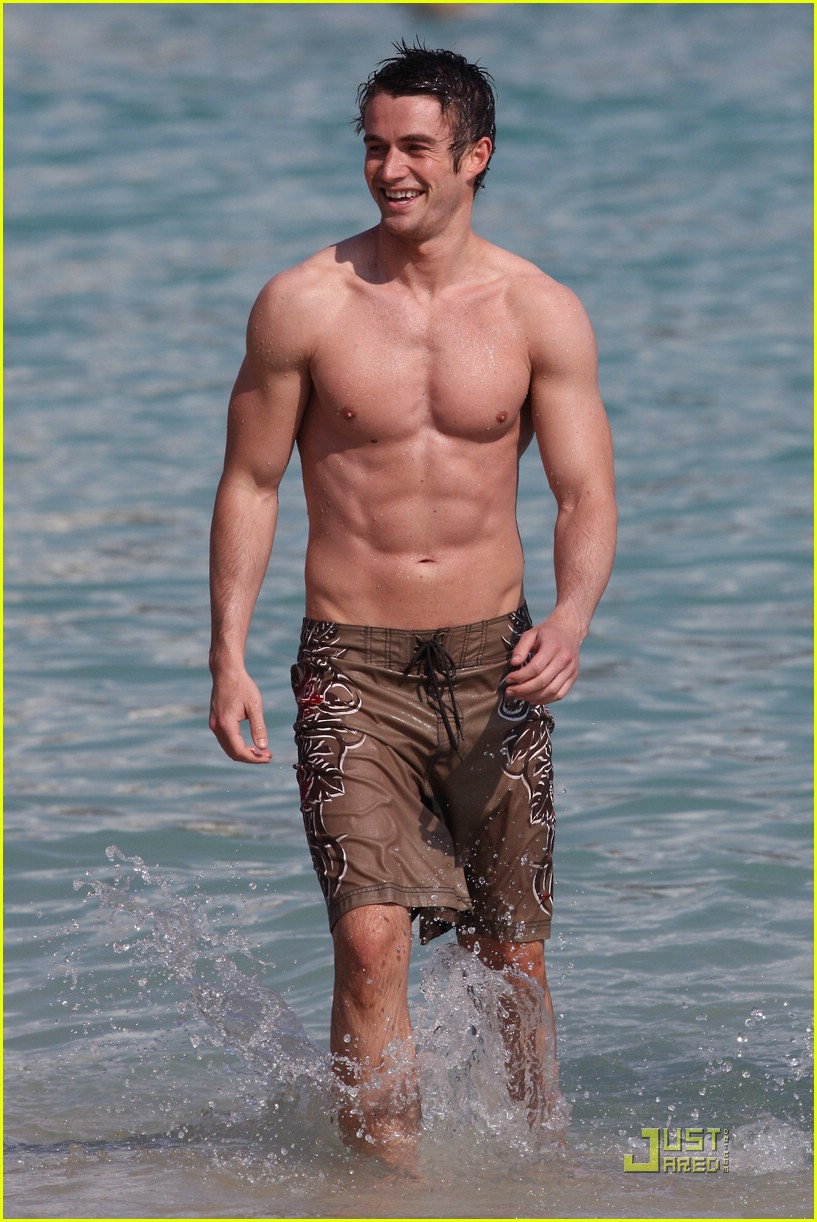 shirtless-robert-buckley-01.jpg